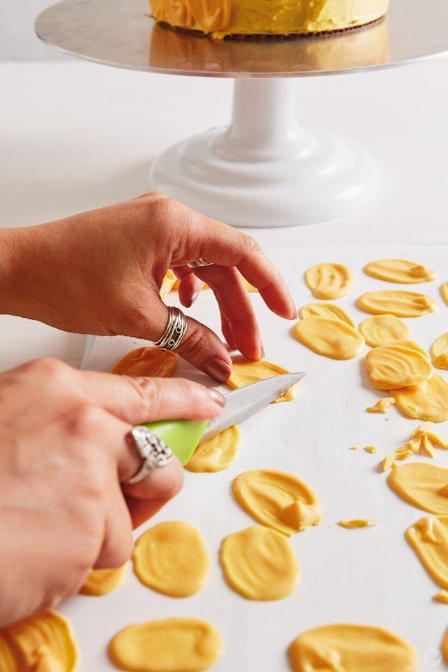 Ombré brush stroke pineapple cake in progress