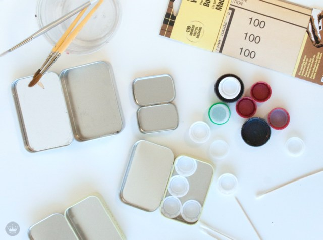 DIY mini watercolor paint palette | thinkmakeshareblog.com