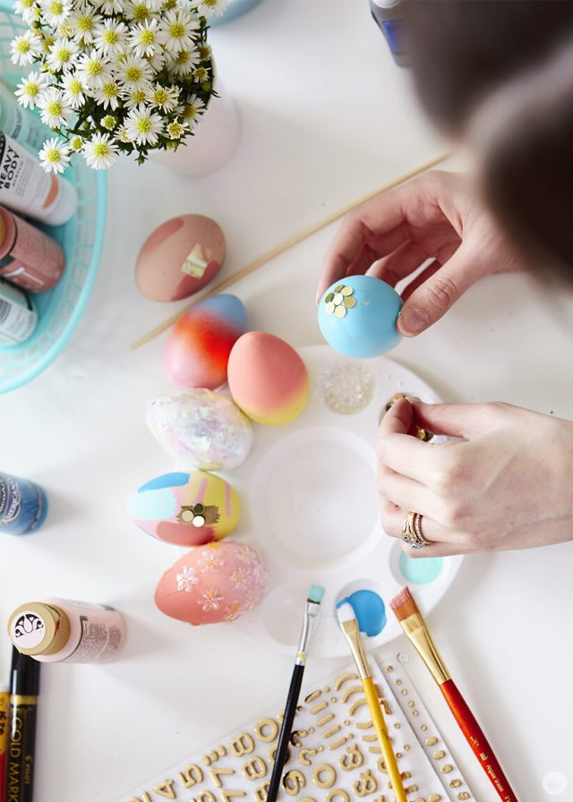 2019 Easter egg decorating ideas: Putting sequins on a painted egg