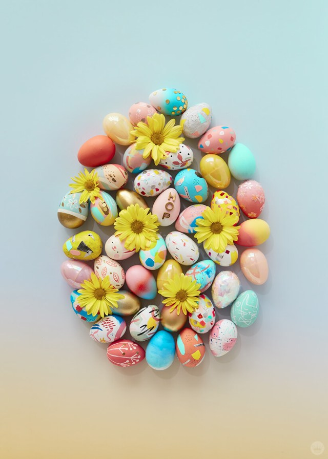 2019 Easter egg decorating ideas: Painted eggs arranged in an egg shape