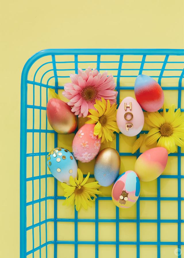 2019 Easter egg decorating ideas: Blue plastic basket with eggs inside