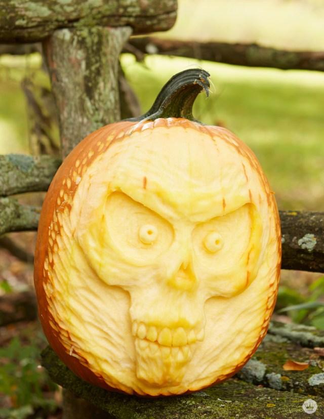 Hallmark Keepsake artists put their craft to work carving pumpkins | thinkmakeshareblog.com