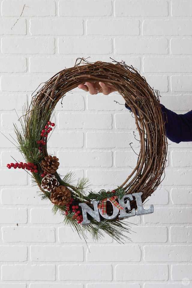 """Modern Christmas wreath ideas: Grapevine wreath with """"NOEL"""" and pine greenery"""