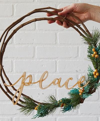 Holiday Wreath Workshop | thinkmakeshareblog.com
