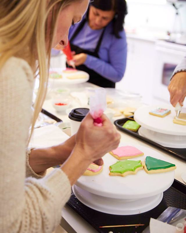 2018 cookie decorating trends: workshop at Hallmark's Union Hill Studio