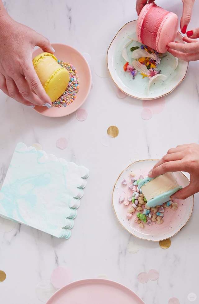 Coating in ice cream sandwich toppings