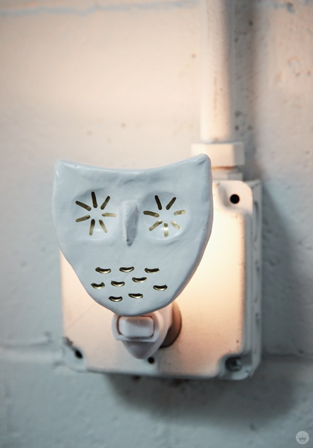 DIY nightlights: White owl with gold accents