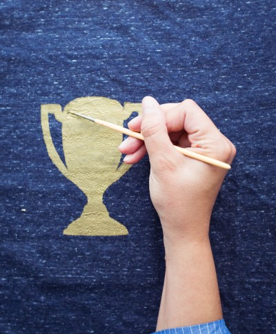 Studio Ink Fathers Day Inspired T-Shirt Trophy | thinkmakeshareblog.com