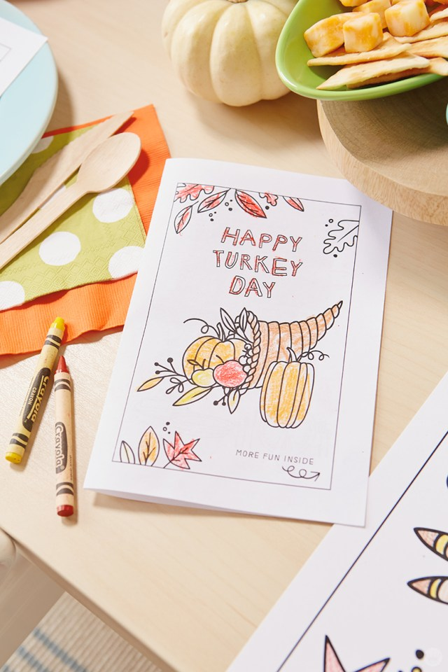 Thanksgiving Kids' Table Crafts: Activity book featuring fill-in-the blank and word search