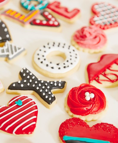 Valentine's Day Cookie Decorating | thinkmakeshareblog.com