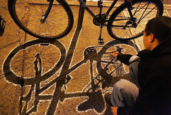 bike-shadow-graffiti