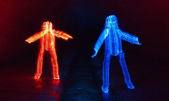 light-paint-red-and-blue-guy