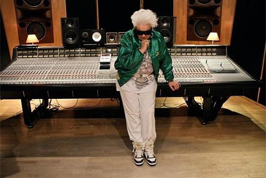 granny-dj-in-studio