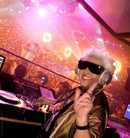 granny-live-dj