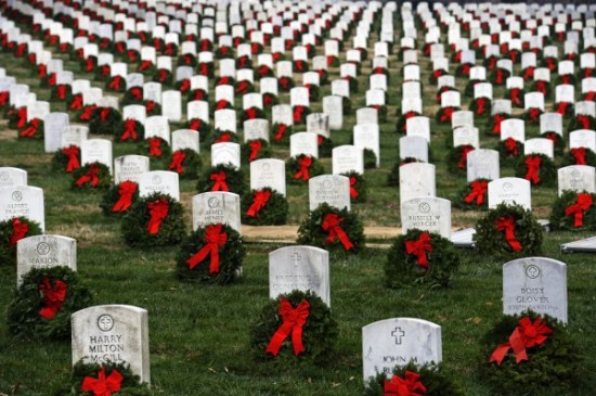 APTOPIX-Arlington-Wreaths-600x399