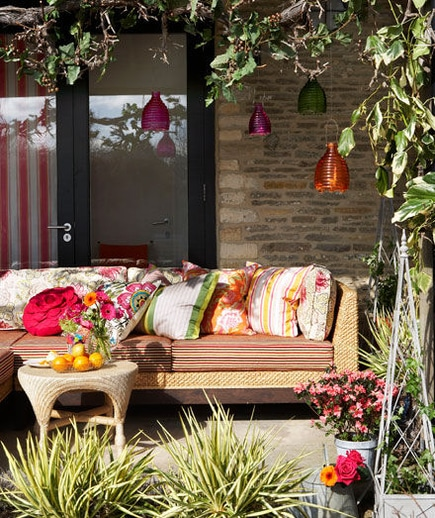 5 Outdoor Decoration Ideas When You're on a Budget