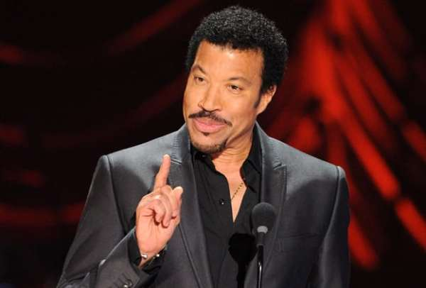 Lionel Ritchie is the protagonist of one of the 5 times when the Grammy went astray