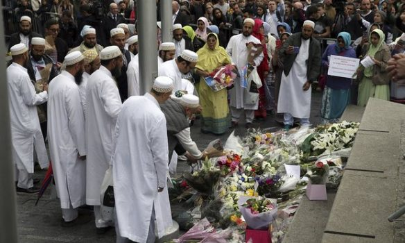 Muslims laying flowers