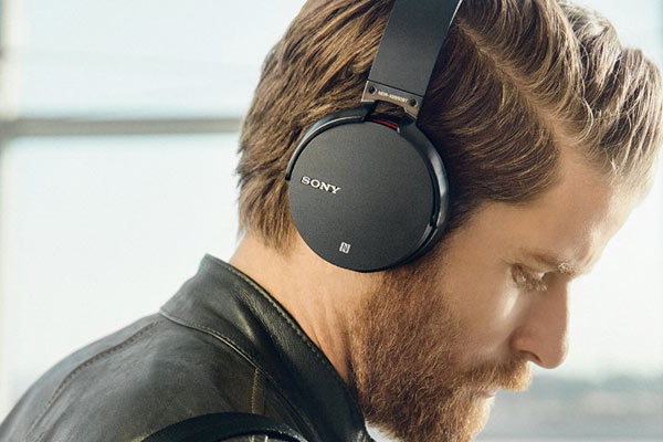 great gifts for guys hedphones