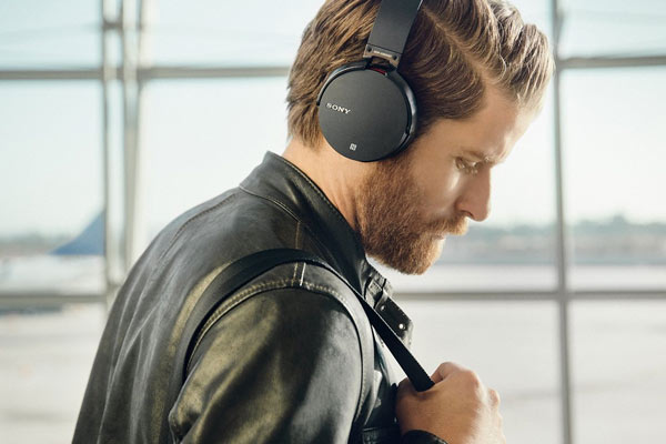 popular gifts for men headphones
