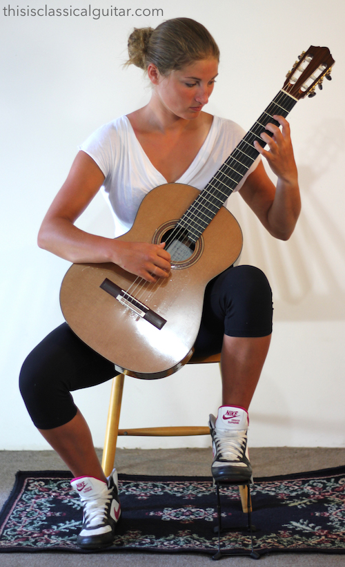 Lesson: Sitting Position - Classical Guitar - Footstool