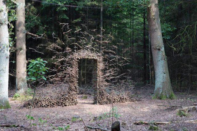 Gravity Defying Land Art by Cornelia Konrads sculpture installation art