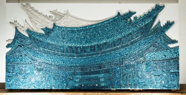 Murals Created with Thousands of Buttons, Pins and Beads by Ran Hwang sculpture multiples buttons