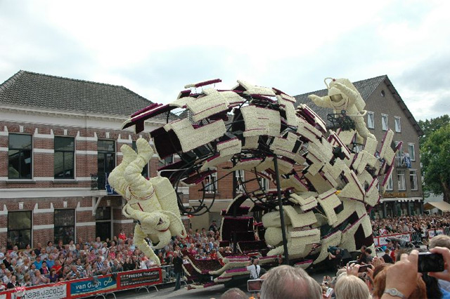 Towering Sculptures Made of Flowers on Display at Bloemencorso, A Flower Parade in Zundert, Netherlands sculpture parades Netherlands flowers