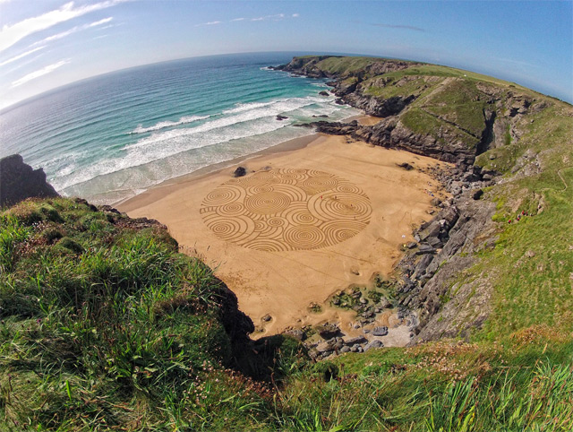 Environmental Artist Tony Plant Transforms the Beaches of England into Swirling Canvases sand land art England