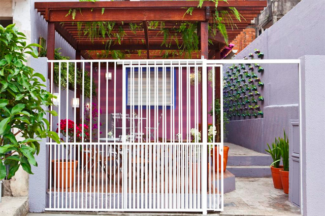 Urban Vertical Garden Built From Hundreds of Recycled Soda Bottles recycling gardening Brazil