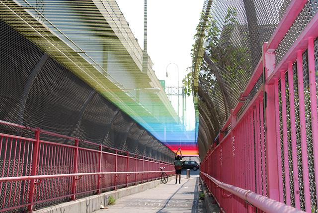 HOTTEA Blankets the Williamsburg Bridge in a Rainbow of Thread yarn bombing rainbows New York bridges