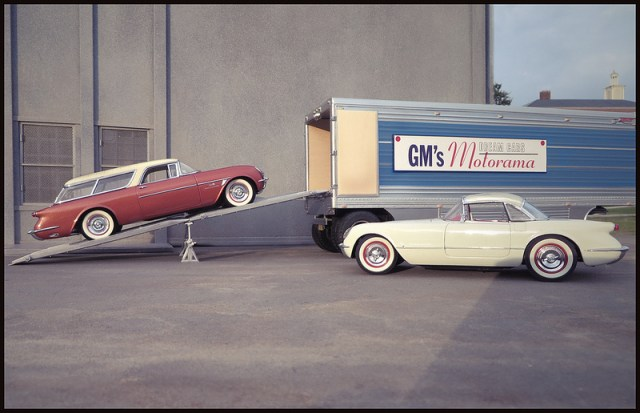 Photographer Creates Lifelike Images of American Streets Using Toy Car Models and Forced Perspective miniature dioramas cars