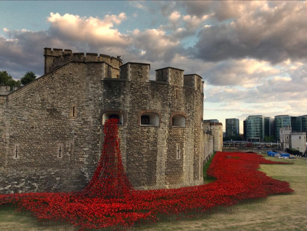 888,246 Ceramic Poppies Flow Like Blood from the Tower of London to Commemorate WWI WWI multiples London installation flowers ceramics blood