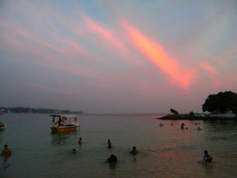 Tramonto sulla spiaggia di Unawatuna