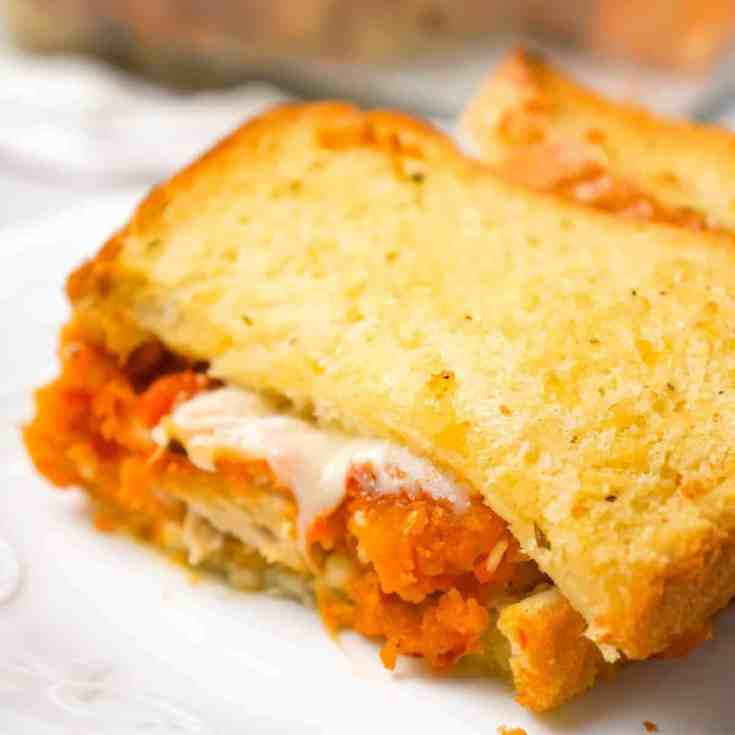 Chicken Parmesan Grilled Cheese Casserole is an easy dinner recipe with popcorn chicken, marinara sauce, mozzarella and Parmesan sandwiched between layers of garlic toast.