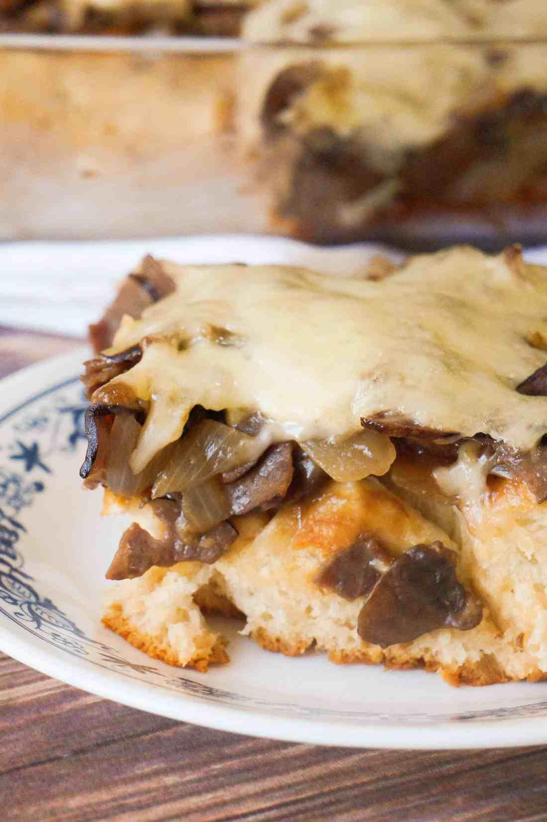 Mushroom Swiss Roast Beef Biscuit Bake is an easy beef dinner recipe.