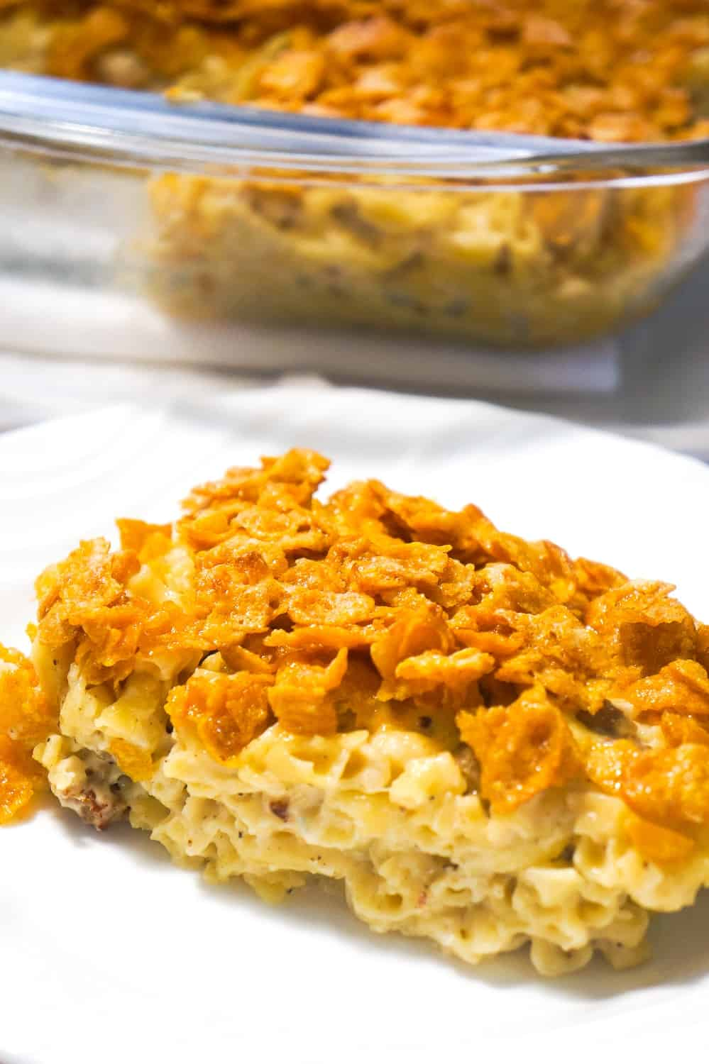 Breakfast Sausage Mac and Cheese topped with Frosted Flakes is a delicious brunch recipe with the perfect balance of savoury and sweet. This homemade macaroni and cheese is loaded with Havarti cheese and chunks of maple breakfast sausages with a crispy coating of frosted flakes.
