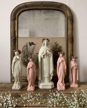 Lot de cinq statuettes religieuses ancienne en plâtre.
