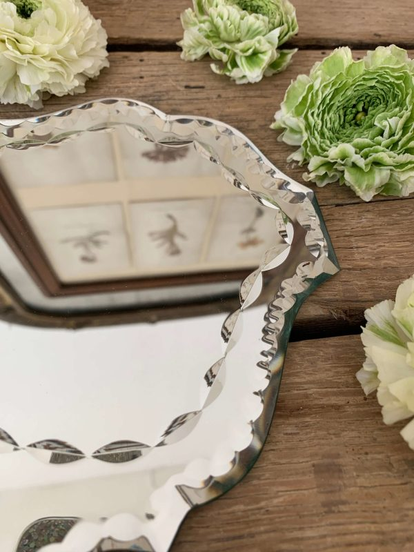 ancien miroir à main biseauté et ciselé