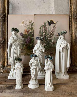 ancienne vierge en plâtre blanche