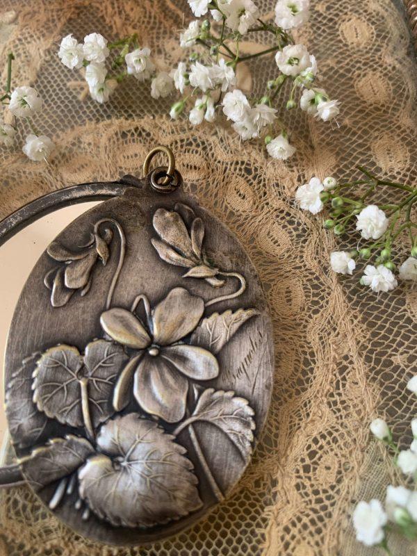 ancien pendentif argenté art nouveau miroir violettes