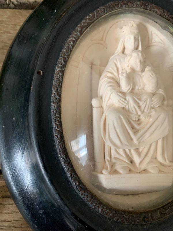ancien cadre reliquaire vierge a lenfant calcaire