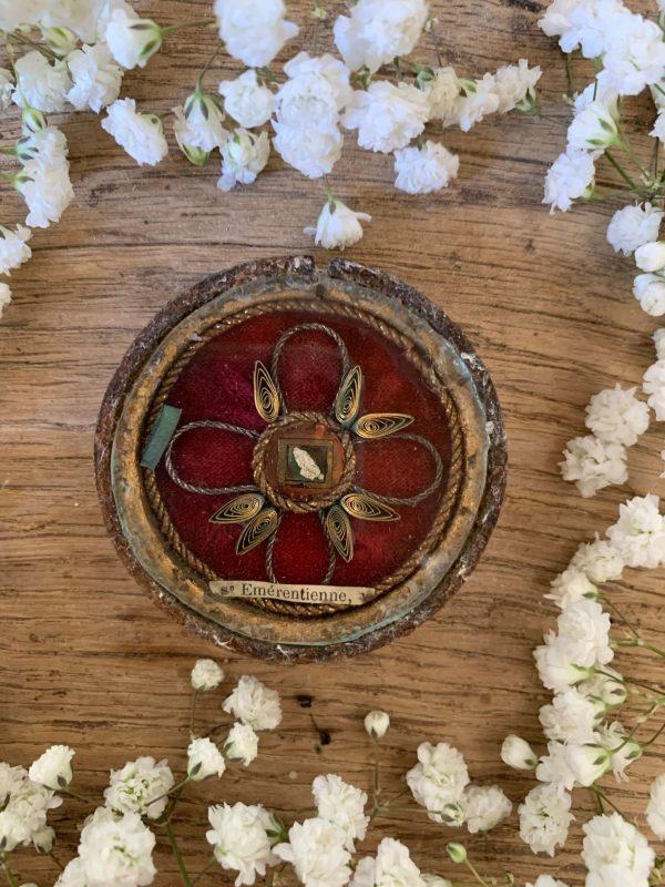 ancien reliquaire sainte emérentienne cadre rond