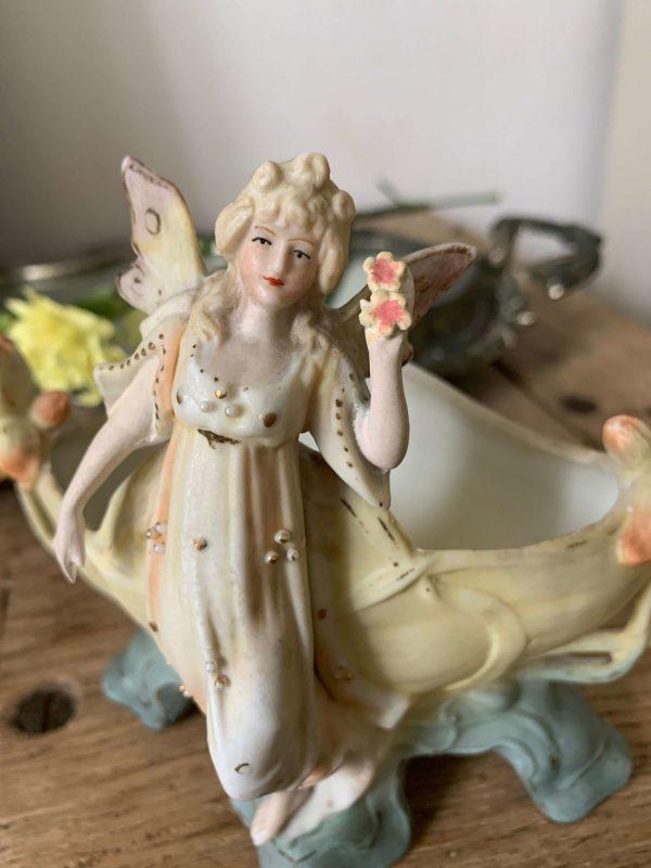 ancienne jardinière en biscuit art nouveau fée et fleurs