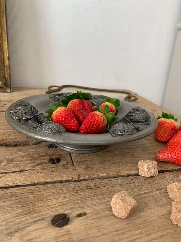 coupe à fruits ancienne en etain decors de fraises fruits art nouveau signée prevot