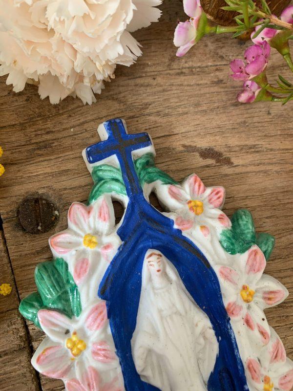 ancien bénitier en biscuit vierge fleurs