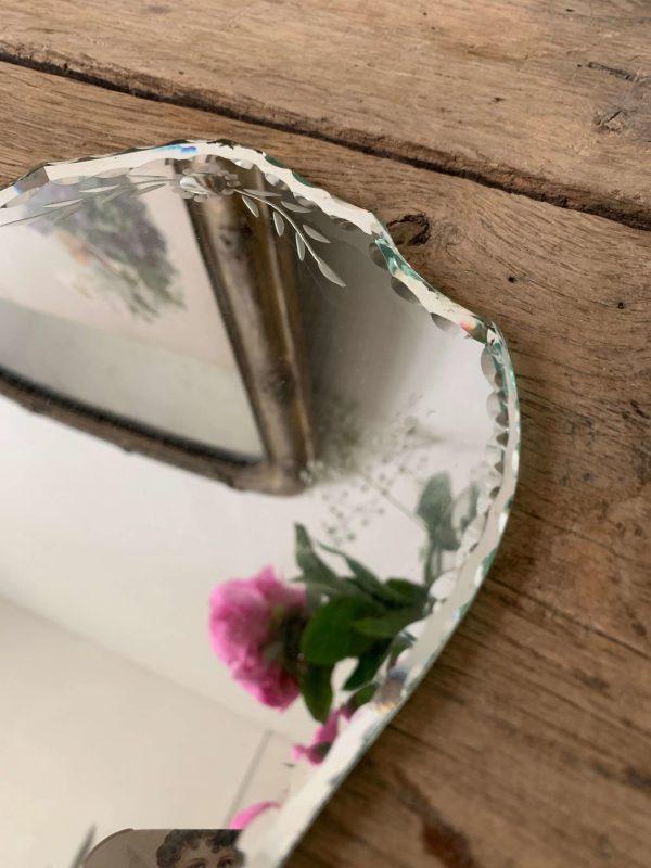 ancien miroir face à main ciselé et biseauté