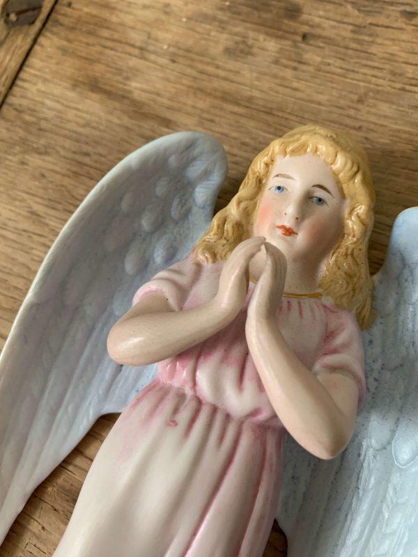 ancien benitier ange en biscuit polychrome ange