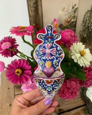 ancien bénitier xixeme faience coeur sacré flamboyant coloré