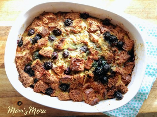This low carb French toast casserole makes the perfect breakfast. Prep it in the evening and bake it in the morning for a simple, but delicious treat that everyone will love. You can even prepare it in a muffin pan for a super easy meal prep! #keto #lowcarb #glutenfree